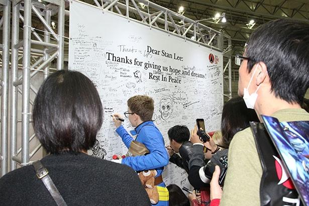 多くのファンがスタン・リーへの想いを、言葉やイラストで表現していた