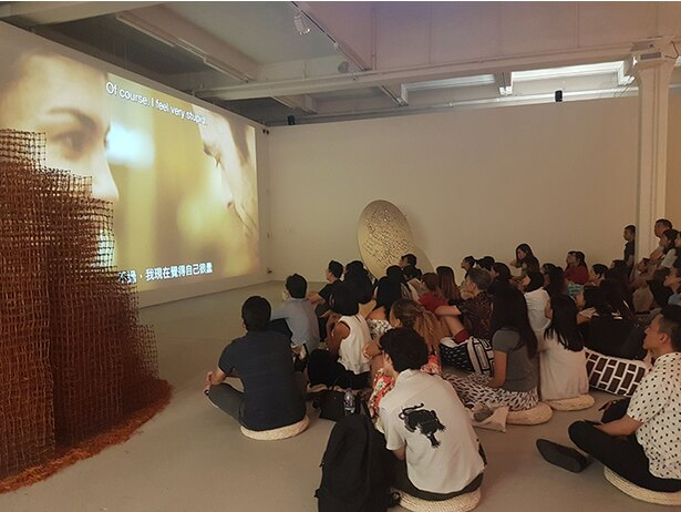 「JC Contemporary」で開催される金曜イベント「Art After Hours」の様子