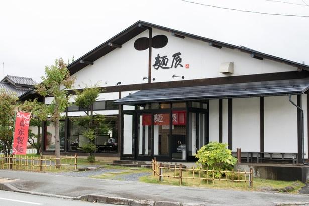 和食処のような落ち着いた店構え。15段階の辛さから選べる担々麺など、メニューも豊富だ