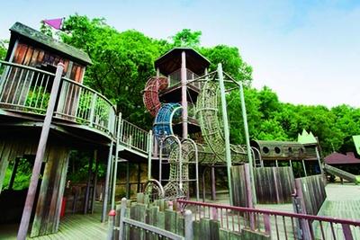 「ダイナミックトンネル」や「ロープジャングル」で遊ぼう/鴻ノ巣山運動公園