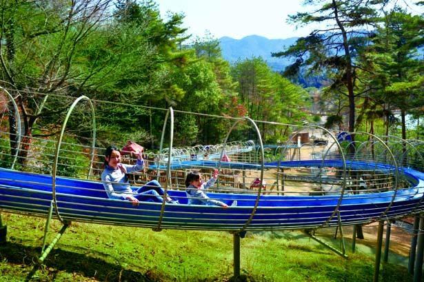 【写真を見る】全長253mのロングスライダー/多可町余暇村公園