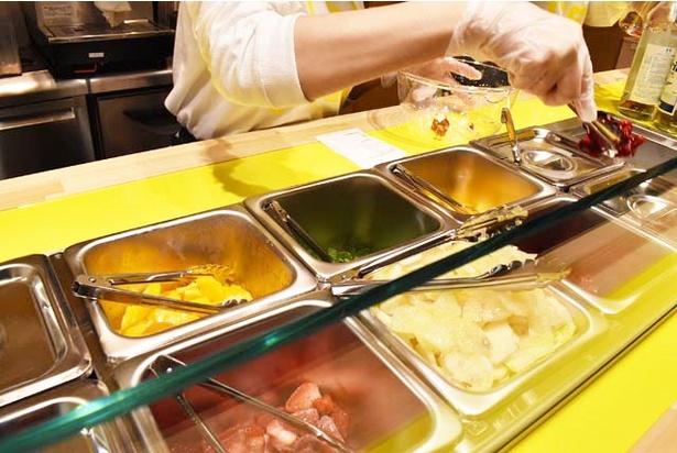 すべてフローズンされたフルーツが並ぶ。凍らせることで、ラズベリーの鮮やかな色が出やすくなるそう!