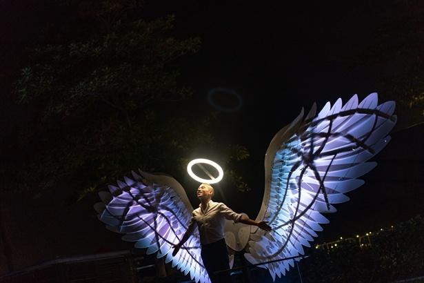 """天使の羽をモチーフにした""""Engels of Freedom"""" (OGE CreativeGroup, イスラエル)。天使の気分が味わえる!?"""