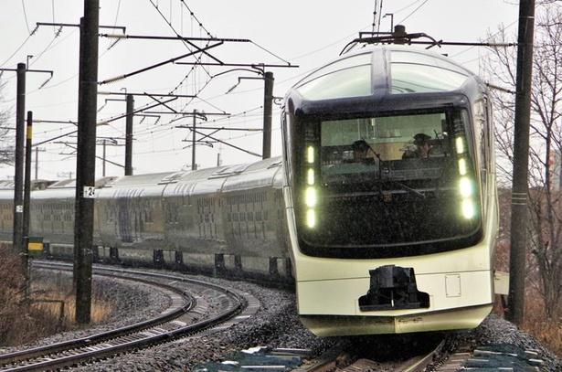 JR東日本のクルーズトレイン「TRAIN SUITE 四季島」も室蘭本線を走行します(虎杖浜駅~登別駅間)