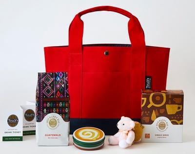 1番リーズナブルな3000円の「HAPPY BAG」。限定ビーンズからミニテディまで、バランスよくラインアップ。バッグの色はレッド以外にベージュも用意