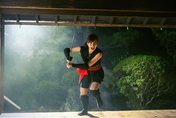 小倉優香が主演映画「レッド・ブレイド」の公開を前に、初のアクションに挑んだ意気込みなどを語った