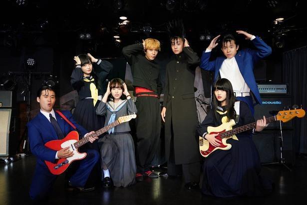 """「今日から俺は!!」オープニングで「男の勲章」を披露している""""今日俺バンド"""" (C)NTV"""