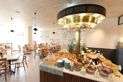 "PEANUTS DINER 横浜では""ピーナッツ・ギャング スライダーバー""で楽しい食事タイムも"