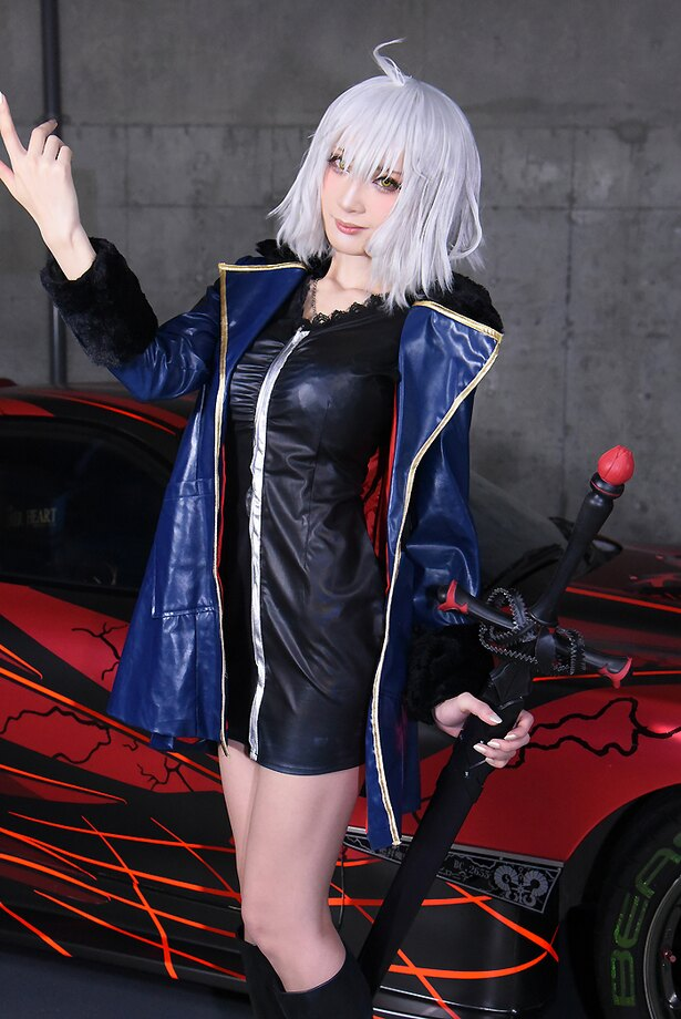 「Fate/Grand Order」のジャンヌ・ダルク[オルタ]に扮するカモミールさん