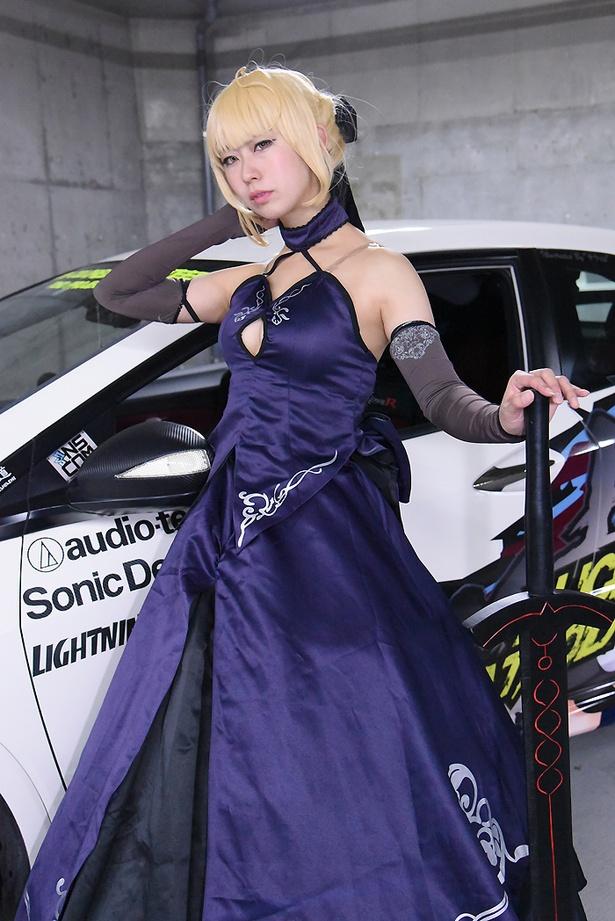 「Fate/Grand Order」のアルトリア・ペンドラゴン[オルタ]に扮する千葉鈴佳さん