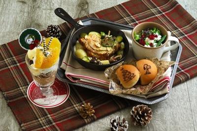 PEANUTS Cafe 中目黒限定「ベイクドアーモンドバジルチキンのクリスマスプレート」(税抜2300円)
