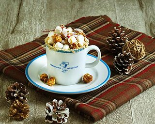 スヌーピーがテーマのカフェで「チャーリー・ブラウンのクリスマス」がスタート!
