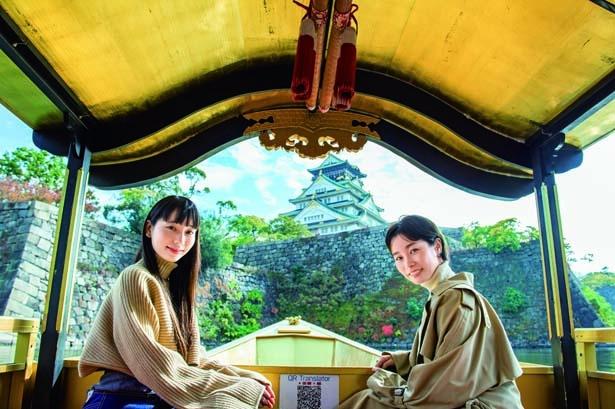 「豊臣期大坂図屏風」に描かれた秀吉の「鳳凰丸」を参考に再現した御座船。天井など本物の金箔がはられている