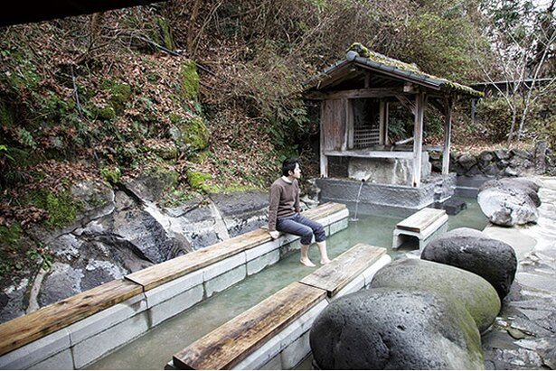 石櫃の湯 / のんびりと足湯を楽しめる