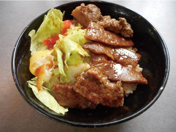 町田バーネット牧場 / カルビ丼 (1380円)。肉には牛スジも入り、食感グッド