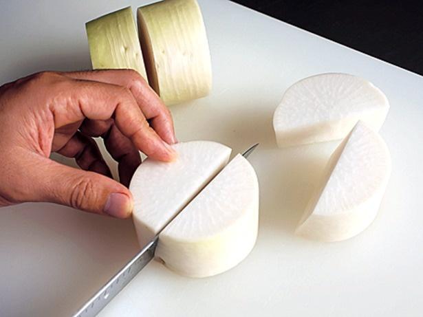 大根は皮つきのまま切って、大根のうまみをまるごと味わいます。切り方は乱切りでも。大きめに切ることが大事