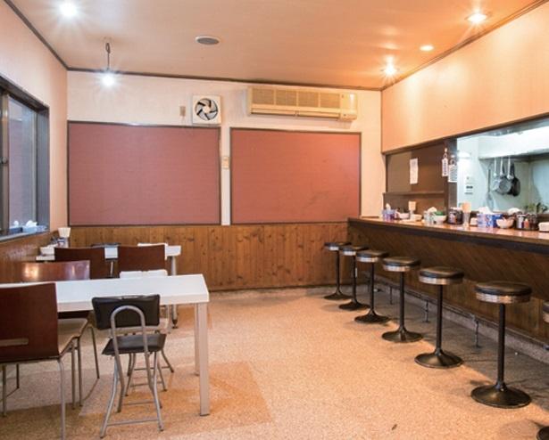 カフェのようなスタイリッシュな雰囲気。スペースもゆとりがあり、女性やファミリー層も多い。