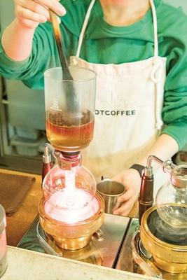 SHIROUZU COFFEE ROASTER / 理科の実験のような抽出過程が楽しいサイフォンコーヒー