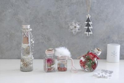 【写真を見る】クリスマスにもぴったりの冬限定ハーバリウム