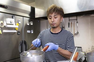 日々研究を重ねるラーメンマニアの店主 松丸拓也さん