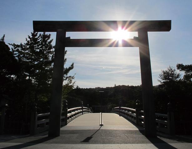 内宮への入り口とされる、五十鈴川にかかる宇治橋/伊勢神宮