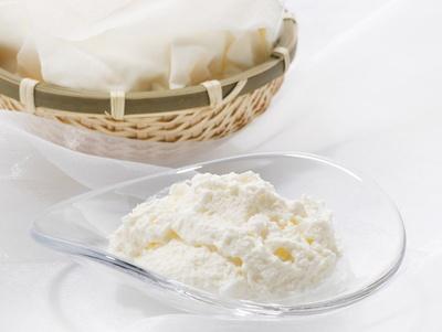 チーズを味わうためのふわふわ食感、「銀のぶどう」のチーズケーキ かご盛り 白らら(1080円 ※各日限定100個)/阪急うめだ本店