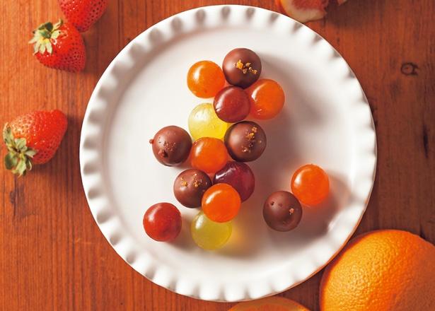 「cororo」のチョコレートベイクドいちじく、チョコレートベイクドストロベリー6粒入り(各540円)/阪急うめだ本店
