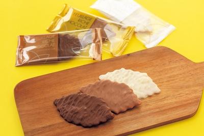 チョコレートをかけたリッチな味わいのクッキー、「MOROZOFF é」のファヤージュ リッチ ショコラ(12個入り・1296円)/阪神梅田本店