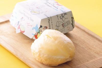 北海道の生クリームがたっぷりの真っ白なバーガーが登場!「グッドモーニングテーブル」の生クリームバーガー(378円)/大阪高島屋
