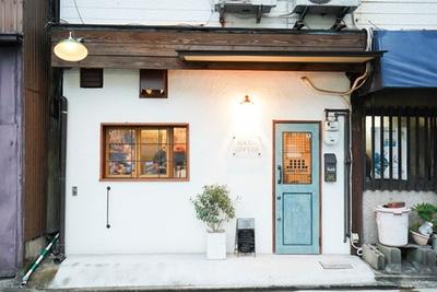 HARU COFFEE / 壁やドアは店主が塗装
