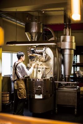 manucoffee roasters クジラ店 / 焙煎機はローリング社のスマートロースター35㎏