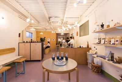 """COFFEE COUNTY Fukuoka / コーヒーをお酒のように楽しんでほしいという思いから""""Coffee Bar""""と呼んでいる福岡店"""