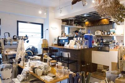 FOREST MARK ESPRESSO / 雑貨店「サラサデザインラボ」の一角に店を構える