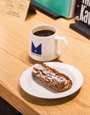 REC COFFEE / サクサク生地にアーモンドカスタードが入る天神クッキーシュー(270円)、アメリカーノ(475円)