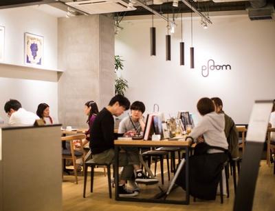 REC COFFEE / 1階がカフェになっており、2階が「Ploom TECH」のショップ