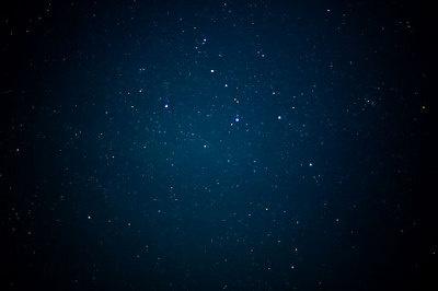 澄んだ冬の夜空は星もきれいに見える