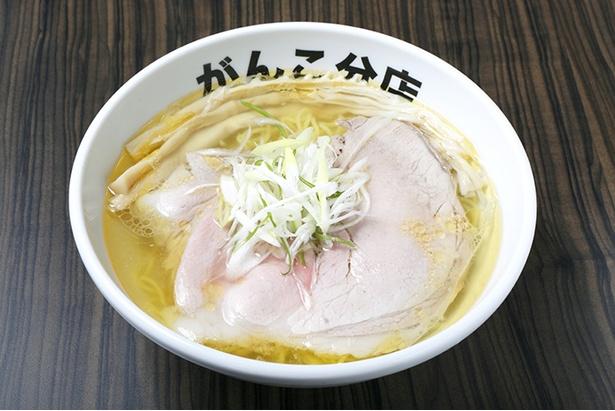 「塩(モモ)」(800円)は、昔ながらの製法の喉越しのよい麵や、地元の香福豚を使用したチャーシューなど完成度の高い一杯