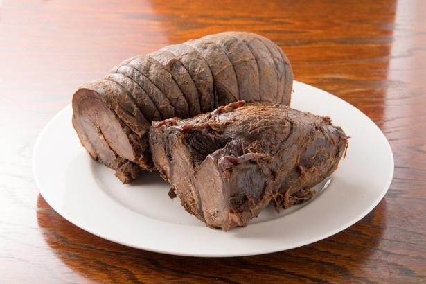 チャーシューはスネ肉とバラ肉の2種類。異なる味わいを楽しめる