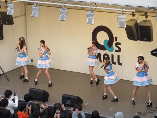 【写真を見る】大阪、もりのみやキューズモールでミニライブを開催した「Ange☆Reve」