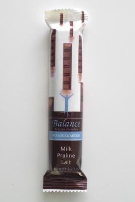 ダークチョコレートの中に、オレンジの風味豊かなクリームが練り込まれた「バランス チョコレートバー(ミルクプラリネ)」。ベルギーから直輸入。/成城石井直輸入 世界のお菓子セット