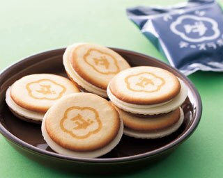 5層のハーモニーが絶妙なクッキー表面のロゴマークもキュート「ウメダチーズラボ」のクッキー8枚入り(1080円)/大丸梅田店