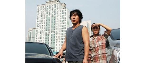 ソル・ギョング(左)とハ・ジウォン(右)