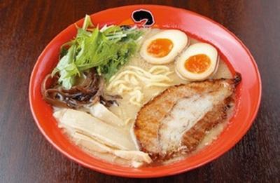麺は朝日製麺所に特注!味玉鶏白湯ラーメン800円