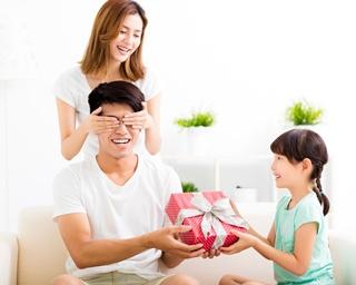 相場が気になる!妻から夫に贈るクリスマスプレゼントの予算はどれくらい?