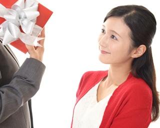 夫が妻に贈るクリスマスプレゼントの相場は?喜ばれるおすすめのプレゼントを紹介
