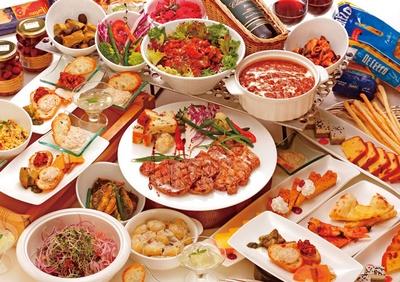 ステーキなどの肉料理以外にも、野菜を使用した品々が登場。男性はもちろん、女性や年配の人でも楽しめる