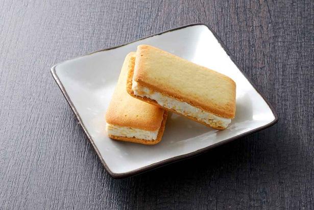 山梨白桃とクリームチーズのサンドクッキー(755円・6個入り/1295円・12個入り)