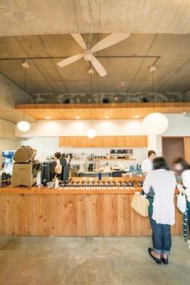 ハニー珈琲 高宮店 / 販売するすべての豆が試飲できるスタイルや、豆の購入でコーヒー1杯無料サービス(テイクアウトのみ)もハニーならでは