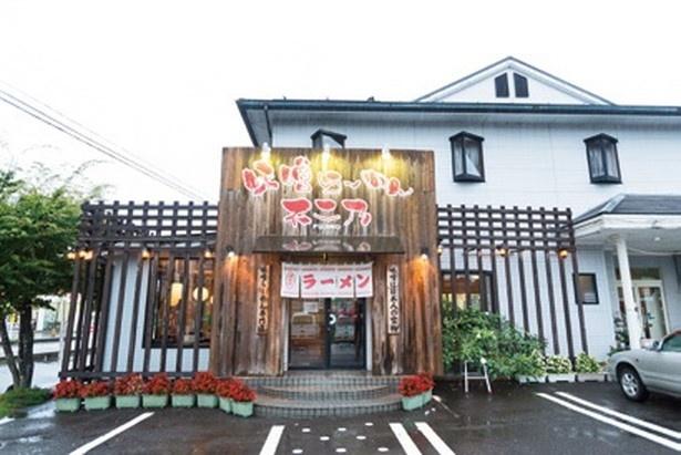 2階は同じオーナーが経営するビジネスホテル。袋田の滝からは車で約20分で地元民のほか観光客も多い