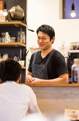 NEUTRAL COFFEE / 穏やかな人柄のオーナーの西岡さん